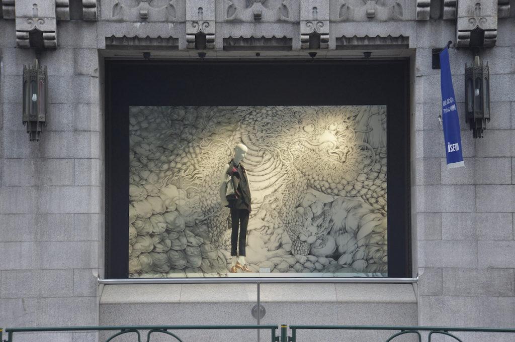 """代表者 :プランクス 佐藤寧子  ディレクション:プランクス 佐藤寧子,三越伊勢丹 小町谷春生 ,Lulu  デザイン :プランクス 板谷政岳  グラフィック :KYOTARO  施工 :国際装飾 , 丹青ディスプレイ , マリ・アート  クライアント :三越伊勢丹  """"DSA space design award 2014"""" Award for Excellence  Isetan Shinjuku Main Building Window """"next nostalgie"""" (Shinjuku, Tokyo)  Representative: Yasuko Sato (pranks) Direction: Yasuko Sato(pranks) Komachiya Haruo (Mitsukoshi Isetan), Lulu Design: Masatake Itaya (pranks) Graphics: KYOTARO Contractor: Kokusai sousyoku, Tansei display , Mari Art Client: Isetan Mitsukoshi"""